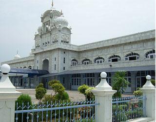 Amritsar to Ludhiana Taxi Service